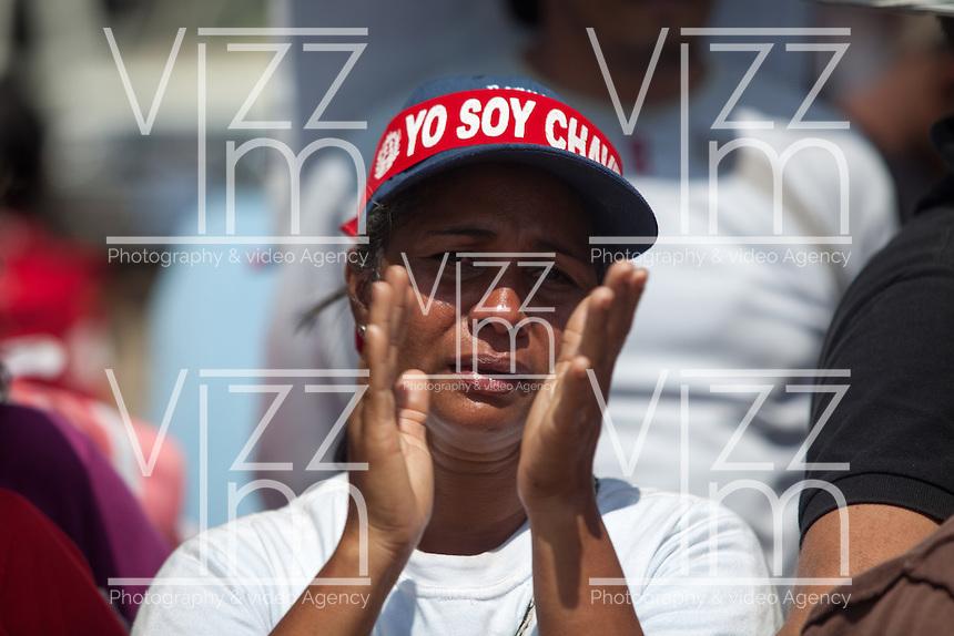 CARACAS - VENEZUELA 08-03-2013, Una mujer llora hoy durante el funeral de estado de Chávez. El lider y  presidente de Venezuela, Hugo Chávez Frías, falleció el pasado martes 5 de marzo de 2013 a causa de un cancer a la edad de 58 años./ A woman cries today during the state funeal of Chavez. The leader and president of Venezuela, Hugo Chavez Frias who died by cancer the past March 5th of 2013 at the age of 58. Photo: VizzorImage / CONT