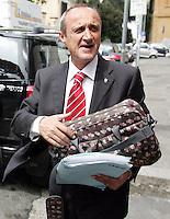 L'allenatore della Lazio Delio Rossi arriva alla sede della Figc a Roma, 16 maggio 2008, per essere interrogato dal procuratore federale in merito alle intercettazioni telefoniche in cui risulta coinvolto..UPDATE IMAGES PRESS/Riccardo De Luca