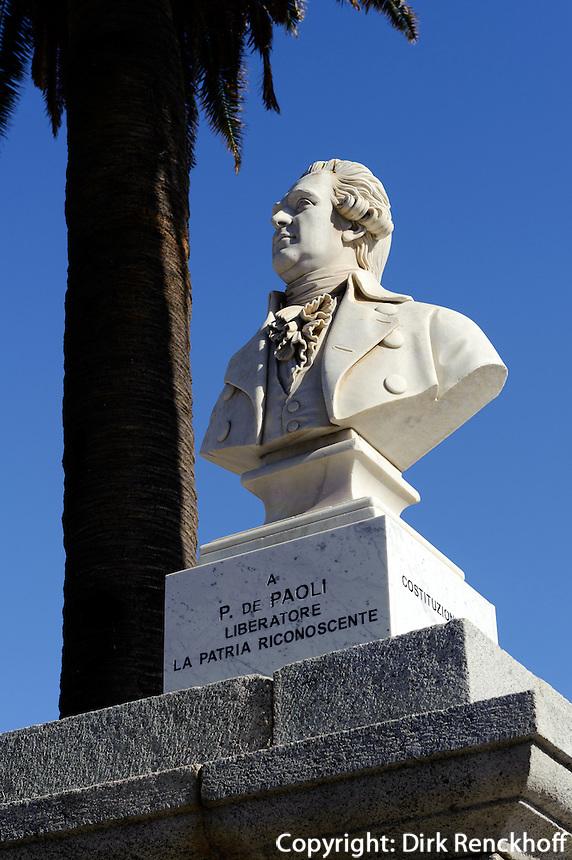 Denkmal Pasquale Paoli auf der Plce Paoli in L'Ile Rousse, Korsika, Frankreich