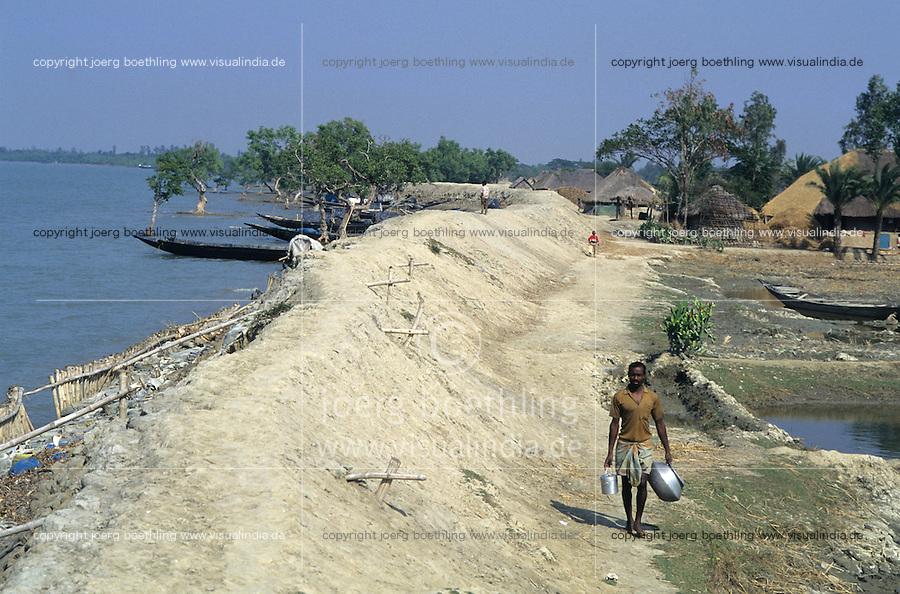 INDIA, Westbengal, Sundarbans, dyke for flood protection in ganga delta, deforested mangroves / INDIEN Westbengalen, Deich als Hochwasserschutz in den Sunderbans, abgeholzte Mangroven