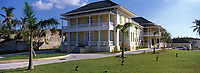 Iles Bahamas / New Providence et Paradise Island / Nassau : La villa historique Doyle construite en 1860 abrite la Galerie Nationale d'Art des Bahamas  //  Bahamas Islands / New Providence and Paradise Island / Nassau: The historic villa Doyle built in 1860 houses the National Art Gallery of the Bahamas