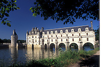 Loire Valley, France, Chenonceau, castle, Loire Castle Region, Indre-et-Loire, Europe, The 16th century Chateau de Chenonceau crosses over the Cher River.