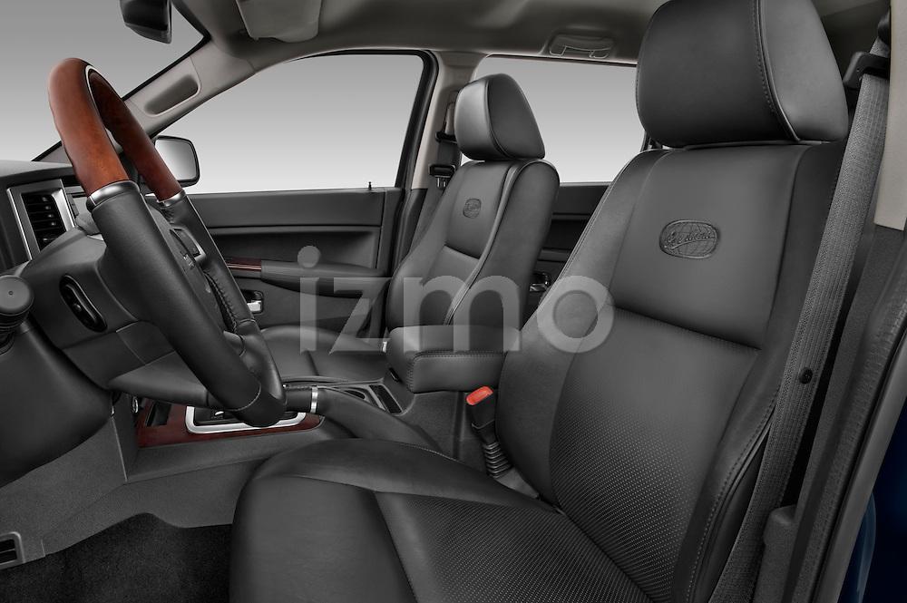 Front seats of a 2009 Jeep Grand Cherokee 5 Door