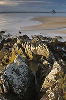 Europe/France/Normandie/Basse-Normandie/50/Manche/ Vains : Baie du Mont Saint-Michel, classée Patrimoine Mondial de l'UNESCO, Le Mont Saint-Michel  depuis   la Pointe du Grouin du Sud  // Europe/France/Normandie/Basse-Normandie/50/Manche/ Vains : Bay of Mont Saint Michel, listed as World Heritage by UNESCO,  The Mont Saint-Michel since  Pointe du Grouin du Sud
