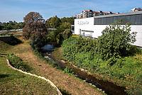 Il fiume Seveso nel Parco Nord a Bresso, presso Milano, a ridosso del centro commerciale Il Gigante --- The river Seveso in the Parco Nord in Bresso, near Milan, close to a shopping mall
