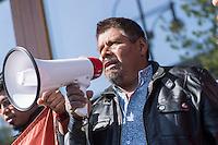 """Am Donnerstag den 23. April 2015 protestierten Angehoerige und Freunde von 43 Studenten die im September 2014 Mexiko ermordet wurden vor der mexikanischen Botschaft in Berlin.<br /> Polizisten hatten die Studenten in der Stadt Iguala entfuehrt und sie der kriminellen Organisation """"Guerreros Unidos"""" uebergeben. Der Mord wurde bis heute nicht aufgeklaert und die mexikanische Regierung behindert bis heute die Aufklaerung.<br /> Die Demonstranten forderten endlich eine Aufklaerung ueber die Morde und dass die Verantwortlichen zur Rechenschaft gezogen werden.<br /> Im Bild: Eleucadio Ortega Carlos, Vater des ermordeten Studenten Mauricio Ortega Valerio.<br /> 23.4.2015, Berlin<br /> Copyright: Christian-Ditsch.de<br /> [Inhaltsveraendernde Manipulation des Fotos nur nach ausdruecklicher Genehmigung des Fotografen. Vereinbarungen ueber Abtretung von Persoenlichkeitsrechten/Model Release der abgebildeten Person/Personen liegen nicht vor. NO MODEL RELEASE! Nur fuer Redaktionelle Zwecke. Don't publish without copyright Christian-Ditsch.de, Veroeffentlichung nur mit Fotografennennung, sowie gegen Honorar, MwSt. und Beleg. Konto: I N G - D i B a, IBAN DE58500105175400192269, BIC INGDDEFFXXX, Kontakt: post@christian-ditsch.de<br /> Bei der Bearbeitung der Dateiinformationen darf die Urheberkennzeichnung in den EXIF- und  IPTC-Daten nicht entfernt werden, diese sind in digitalen Medien nach §95c UrhG rechtlich geschuetzt. Der Urhebervermerk wird gemaess §13 UrhG verlangt.]"""