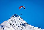 Oesterreich, Tirol, Zillertal, Gemeinde Hippach, Ortsteil Perler: beliebter Startplatz fuer Paraglider und Drachenflieger, Ahornspitz  (2.976 m), schneebedeckter Gipfel der Zillertaler Alpen | Austria, Tyrol, Ziller Valley, Community Hippach, district Perler: famous starting point for paragliders and hang gliders, Ahornspitz mountain (2.976 m), snow covered summit of Ziller-Valley Alps