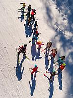 Ski-Schulebei Untermarkter Alm im Ski-Gebiet Hochimst bei Imst, Tirol, Österreich, Europa<br /> skiing schooll at alp  Untermarkter Alm, skiing area Hochimst, Imst, Tyrol, Austria, Europe
