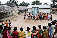 INDIA, Westbengal , Santhal tribal village Sambhupahari , Santhal women dancing around a community rice storage, a rice-bank for food security, promoted by LWF  / INDIEN, Westbengalen , NGO LWS foerdert Projekte zur laendlichen Entwicklung fuer Adivasi , Santhal Dorf Sambhupahari, Reisspeicher, Reisbank fuer Dorfbewohner zur Ueberbrueckung von Ernteausfaellen und bei Nahrungsverknappung , Santhal frauen tanzen