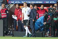 l-r: Julian Draxler #7 (Germany) bei seiner Einwechslung, Bundestrainer Joachim Loew (Germany), Tschechische Republik vs. Germany, Football, WM-Qualifikation, 01.09.2017 *** Local Caption *** © pixathlon<br /> Contact: +49-40-22 63 02 60 , info@pixathlon.de