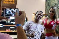São Paulo, SP - 03.11.2014 - SALÃO INTERNACIONAL DO AUTOMÓVEL - Movimentação no 28 Salão Internacional do Automóvel no Centro de Exposições do Anhembi em São Paulo na tarde desta segunda - feira, 03. (Foto: Renato Mendes/Brazil Photo Press)