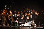 RAYMONDA..Choregraphie : PETIPA Marius,NOUREEV Rudolf.Compagnie : Ballet de l Opera National de Paris.Orchestre : Colone.Decor : GEORGIADIS Nicholas.Lumiere : PEYRAT Serge.Costumes : GEORGIADIS Nicholas.Avec :.MARTINEZ:Jose:Jean de Brienne.LE RICHE Nicolas:Abderam.Lieu : Opera Garnier.Ville : Paris.Le : 30 11 2008.© Laurent PAILLIER / photosdedanse.com