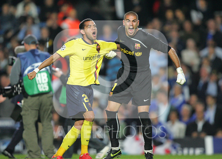 Daniel Alves (L) and Victor Valdes of Barcelona celebrate after the UEFA Champions League Semi Final Second Leg match between Chelsea and Barcelona at Stamford Bridge on May 6, 2009 in London, England.