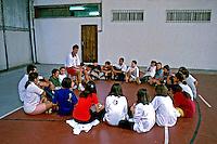 Aula de educação física. Colégio Equipe. São Paulo. 1990. Foto de Juca Martins.