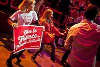 Parigi Bercy Manifestazione preelettorale di Hollande - Elezioni presidenziali 2012 Paris Bercy event of Hollande pre-election - Presidential elections 2012 Manifestanti, Supporter danzano per festeggiare