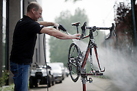 mechanic Geert Rombauts washing the bikes post-race<br /> <br /> Heistse Pijl 2016