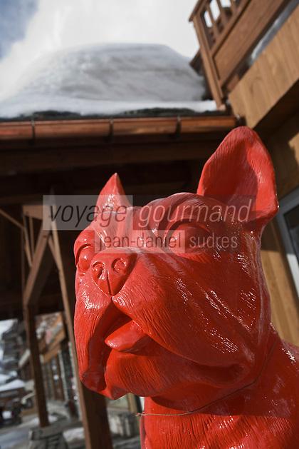 Europe/France/73/Savoie/Val d'Isère: Chien rouge, Galerie d'Art Jane Griffiths