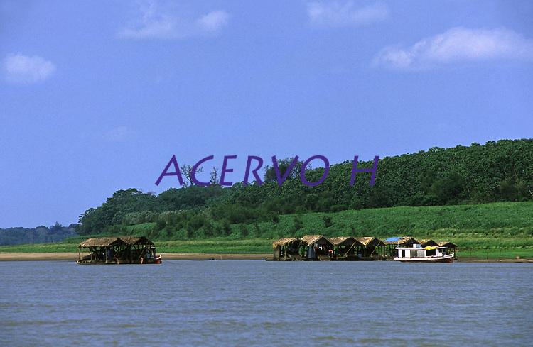 balsas de garimpo no rio Madeira - Rondônia<br />dezembro de 2003