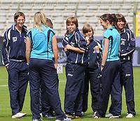 15 Mei 2010 Bekerfinale vrouwen : Sinaai Girls - RSC Anderlecht  : voor de wedstrijd met Stefanie Van Broeck (midden).foto DAVID CATRY / Vrouwenteam.be