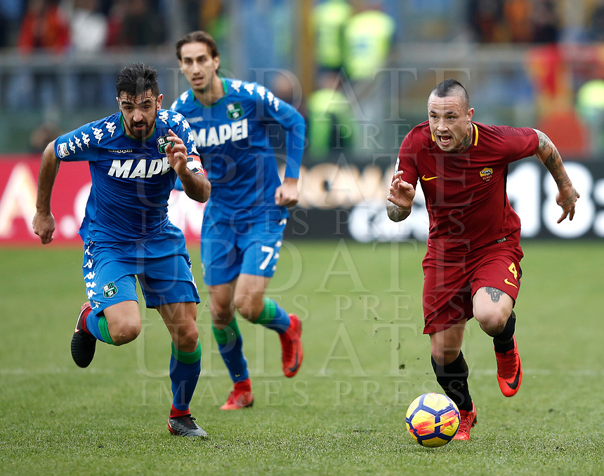 Calcio, Serie A: AS Roma - Sassuolo, Roma, stadio Olimpico, 30 dicembre 2017.<br /> Roma's Radja Nainggolan (r) in action with Sassuolo's captain Francesco Magnanelli (l) during the Italian Serie A football match between AS Roma and Sassuolo at Rome's Olympic stadium, 30 December 2017.<br /> UPDATE IMAGES PRESS/Isabella Bonotto