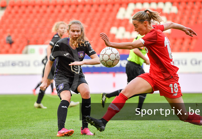 Jarne Teulings (16) of Anderlecht pictured in action with Charlotte Cranshoff (18) of Standard  during a female soccer game between Standard Femina de Liege and RSC Anderlecht on the 8th matchday in play off 1 of the 2020 - 2021 season of Belgian Scooore Womens Super League , tuesday 18 th of May 2021  in Angleur , Belgium . PHOTO SPORTPIX.BE | SPP | DAVID CATRY