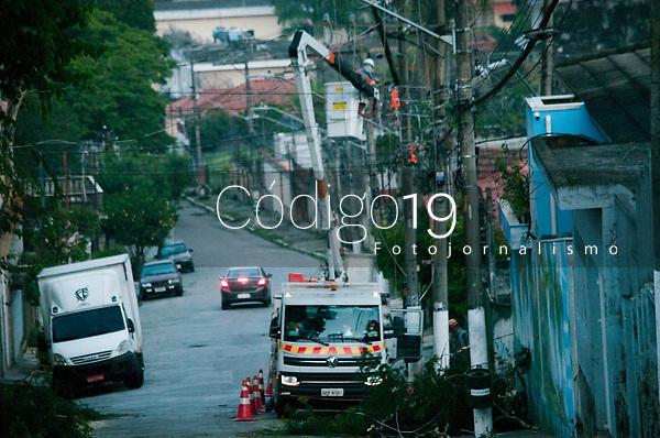 SÃO PAULO, SP, 11.02.2021:  Queda de árvores SP  - Vista do danos causados pelo temporal que atingiu o bairro de Perus na zona nororeste de cidade de São Paulo SP , no fim da tarde de ontem.No destaque troncos de árvores de grande porte pelas ruas do bairro na manhã desta quinta -feira (11) .