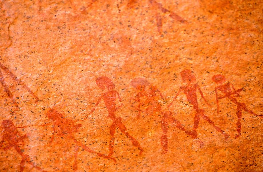 Prehistorische grottekeningen aan de voet van de Brandberg, Namibi'