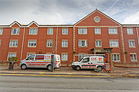 Pictured: Wednesday 17 October 2018<br /> Re: STR Cleaning Services, using a DOFF machine to clean a block of flats in Neath, Wales, UK