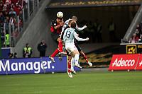 Kopfball Jermaine Jones (Eintracht Frankfurt) gegen Mohamed Zidan und Milorad Pekovic (beide FSV Mainz 05)