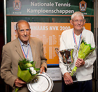 27-08-11, Tennis, Amstelveen, NVK, Nederlandse Veteranen Kampioenschappen, Finalist Hugo van Oordt en winnaar Cees Marre(R) in de categorie 85 jaar