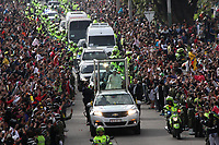 BOGOTA -COLOMBIA , 10- 09-2017 .El Papa Francisco se despidió de los bogotanos y los bogotanos le dieron la despedida al Santo Padre durante su desplazamiento al Aeropuerto Miltar de Catam. /Pope Francisco said goodbye to the citizens of Bogota and the bogotanos gave the goodbye to the Pope Francisco, course to the Military Aeroperto of Cataml. Photo: VizzorImage / Felipe Caicedo / Staff