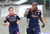 ENVIGADO -COLOMBIA-17-05-2015. Juan F Caicedo jugador de Independiente Medellín celebra un gol anotado a Envigado FC durante partido por la fecha 20 de la Liga Águila I 2015 realizado en el Polideportivo Sur de la ciudad de Envigado./ Juan F Caicedo player of Independiente Medellin celebrates a goal scored to Envigado FC during match for the 20th date of the Aguila League I 2015 at Polideportivo Sur in Envigado city.  Photo: VizzorImage/León Monsalve/STR