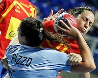 SERBIA, ZRENJANIN: Spainís Nurja Benzal (R) vies with Argentina's Manuela Pizzo (L) during their Women's Handball World Championship 2013 match Spain vs Argentina on December 10, 2013 in Zrenjanin.  AFP PHOTO / PEDJA MILOSAVLJEVIC