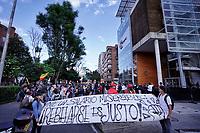 BOGOTA - COLOMBIA, 10-12-2019: Manifestantes en las calles de Bogotá durante la jornada de paro Nacional en Colombia hoy, 10 de diciembre de 2019. La jornada Nacional que empezó el pasado 21 de noviembre de 2019 es convocada para rechazar el mal gobierno y las decisiones que vulneran los derechos de los Colombianos. / Protestor on the streets of Bogota during the National Strike day in Colombia today, December 10, 2019. The National Strike that began the past November 21, 2019, is convened to reject bad government and decisions that violate the rights of Colombians. Photo: VizzorImage / Diego Cuevas / Cont