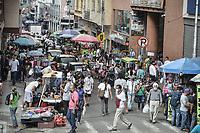 CALI - COLOMBIA, 01-06-2020: Vista general de una calle del centro de Cali hoy en la reactivación del comercio con protocolos de bioseguridad durante el día 69 de la cuarentena total obligatoria en el territorio colombiano causada por la pandemia  del Coronavirus, COVID-19. / General view of the streets in the center of Cali as part of revivial of trade with biosafety protocols during the day 69 of mandatory total quarantine in Colombian territory caused by the Coronavirus pandemic, COVID-19. Photo: VizzorImage / Gabriel Aponte / Staff