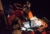 Die Sea Watch-2 Crew war am Freitag den 21. Oktober 2016 in den fruehen Morgenstunden waehrend ihrer 13. SAR-Mission vor der libyschen Kueste zu einer Position ausserhalb der 12 Meilenzone gerufen worden. Es war ein Fluechtlingsschlauchboot gesichtet worden. Als die Sea Watch-2 dort eintraf sah sie ca. 150 Menschen zusammengepfercht in einem ueberfuellten Schlauchboot sitzen. Eine Versorgung der Menschen auf dem Fluechtlingsschlauchboot mit Rettungswesten durch die Rettungs Boote der Sea Watch-2 wurde von der libyschen Kuestenwache unterbunden. Ein Soldat der Kuestenwache enterte das Schlauchboot vom Bug und machte sich dann an dem Aussenbordmotor zu schaffen. Auf dem Weg dahin schlug und trat er die Gefluechteten ein. Nach einigen Minuten entfernte sich das Boot der Kuestenwache. Dann verlor der Bug des Schlauchbootes seine Luft und es brach Panik bei den Gefluechteten aus. Sie sprangen in das Wasser und versuchten zum Schiff Sea Watch-2 zu gelangen. Die Crew warf ihnen Schwimmwesten und Rettungsringe zu, die Besatzungen der Rettungsboote der Sea Watch-2 zogen Menschen aus dem Meer, dennoch sind bis zu 30 Menschen ertrunken. Vier Ertrunkene konnten von der Sea Watch geborgen werden.<br /> Im Bild: Polizisten des norwegischen Frontex-Kommandos uebernehmen vier der am Morgen ertrunkenen Gefluechteten.<br /> 21.10.2016, Mediterranean Sea<br /> Copyright: Christian-Ditsch.de<br /> [Inhaltsveraendernde Manipulation des Fotos nur nach ausdruecklicher Genehmigung des Fotografen. Vereinbarungen ueber Abtretung von Persoenlichkeitsrechten/Model Release der abgebildeten Person/Personen liegen nicht vor. NO MODEL RELEASE! Nur fuer Redaktionelle Zwecke. Don't publish without copyright Christian-Ditsch.de, Veroeffentlichung nur mit Fotografennennung, sowie gegen Honorar, MwSt. und Beleg. Konto: I N G - D i B a, IBAN DE58500105175400192269, BIC INGDDEFFXXX, Kontakt: post@christian-ditsch.de<br /> Bei der Bearbeitung der Dateiinformationen darf die Urheberkennzeichnung in den EXI