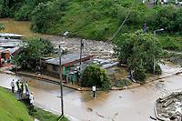 MANIZALES-COLOMBIA. 03-12-2013. Cerca de 50 casas fueron afectadas por el represamiento de la quebrada El Guamo en el barrio El Porvenir, ubicado en el sector de Bosques del Norte en Manizales como consecuencia de la intensa temporada invernal en Colombia./ Near 50 homes were affected by the damming of the El Guamo creek in the neighborhood El Porvenir in Manizales city as a result of hard rainy season in Colombia. Photo: VizzorImage / Santiago Osorio / STR