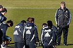 Madrid (24/02/10).-Entrenamiento del Real Madrid..Manuel Pellegrini...© Alex Cid-Fuentes/ ALFAQUI...Madrid (24/02/10).-Training session of Real Madrid c.f..Manuel Pellegrini...© Alex Cid-Fuentes/ ALFAQUI.