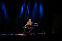 """Der österreichische Kabarettist Josef Hader an seinem Piano in der Darmstaedter Centralstation mit seinem Programm """"Hader spielt Hader"""""""