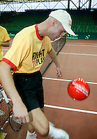 6-2-06, Netherlands, Amsterdam, Daviscup, first round, Netherlands-Russia, training Melle van Gemerden playing footbal