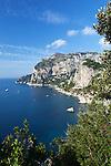 Italy, Campania, Capri: View to Monte Solaro and south coast of island | Italien, Kampanien, Provinz Neapel, Capri: der Monte Solaro und die Suedkueste
