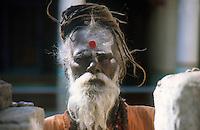 INDIA Hampi, holy man, Sadhu / INDIEN Hampi, hinduistischer Wandermoench Sadhu