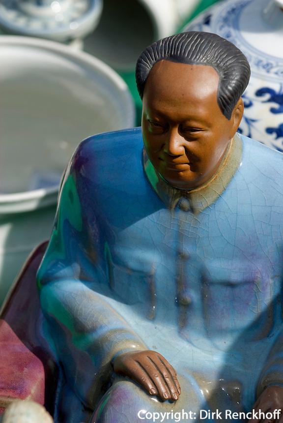 China, Peking (Beijing), auf dem Panjiayuan -Markt, Panjiayuan Lu/Dongsanhuan Nanlu, Mao Zedong -Statue