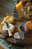 Europe/Suisse/Saanenland: [Photo générique des] fromages de Gstaad: Talegio d'Alpage, Gstaad, Schönriederli, fromage à raboter