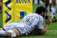 Steve Mafi of Leicester Tigers scores under the posts during the Aviva Premiership match between Harlequins and Leicester Tigers at The Twickenham Stoop on Saturday 21st April 2012 (Photo by Rob Munro)