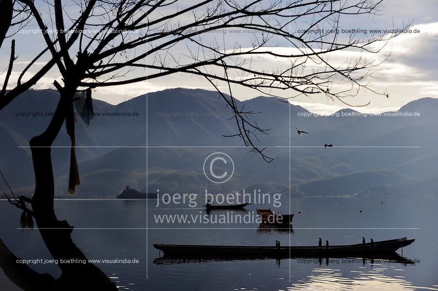 CHINA Yunnan boats at Lugu Lake / CHINA Provinz Yunnan , Boote auf dem  Lugu See
