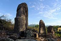 Prähistorische Ausgrabungen von Filitosa, Zentrales Kulturmonument der Torreaner mit Menhir Filitosa IX, X, XIII, Korsika, Frankreich