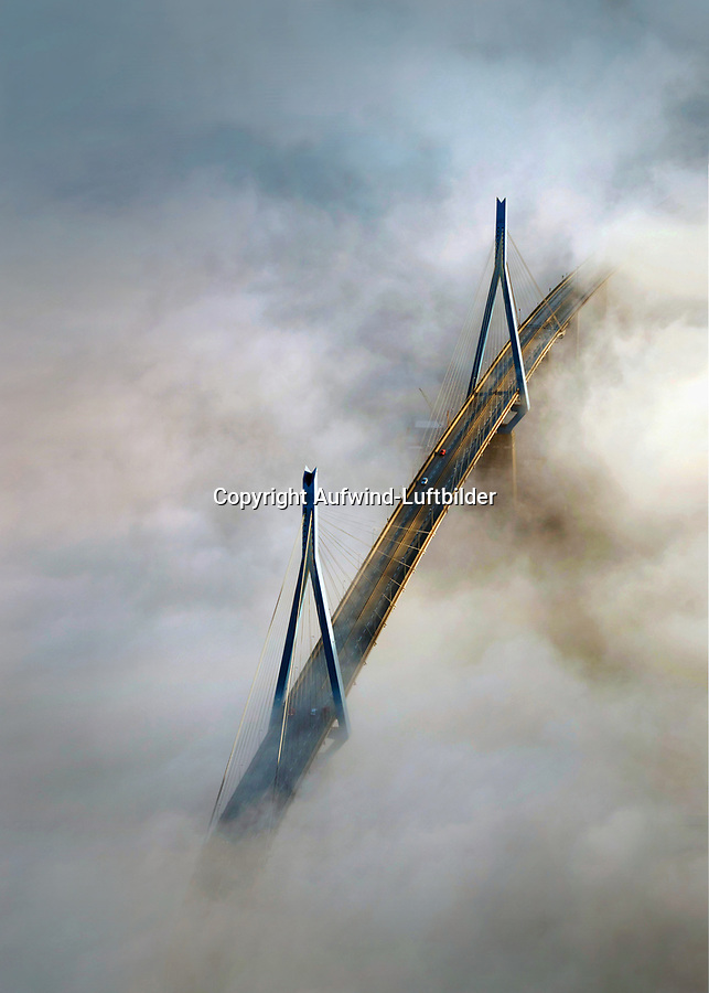 Köhlbrandbrücke im Nebel, Hamburg, Hamburg, Deutschland, Europa