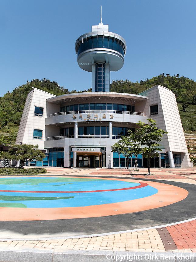 Korea Tea Museum in der Teeplantage Dahaen Dawon bei Boseong, Provinz Jeollanam-do, Südkorea, Asien<br /> Korea Tea Museum in Tea plantation Dahaen Dawon near Boseong,, province Jeollanam-do, South Korea, Asia