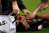 Calcio, Tim Cup: Roma vs Empoli. Ottavi di finale a gara unica. Roma, stadio Olimpico, 20 gennaio 2015.<br /> Roma's Ashley Cole receives medical assistance after being injured during the Italian Cup round of 16 football match between Roma and Empoli at Rome's Olympic stadium, 20 January 2015.<br /> UPDATE IMAGES PRESS/Riccardo De Luca